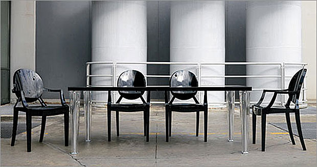 kartell toptop tisch design philippe starck und eugeni quitllet. Black Bedroom Furniture Sets. Home Design Ideas