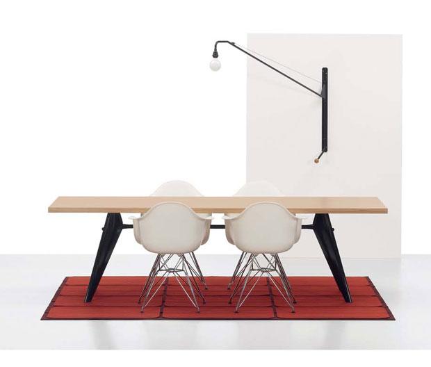 Eames_plastic_armchair_1