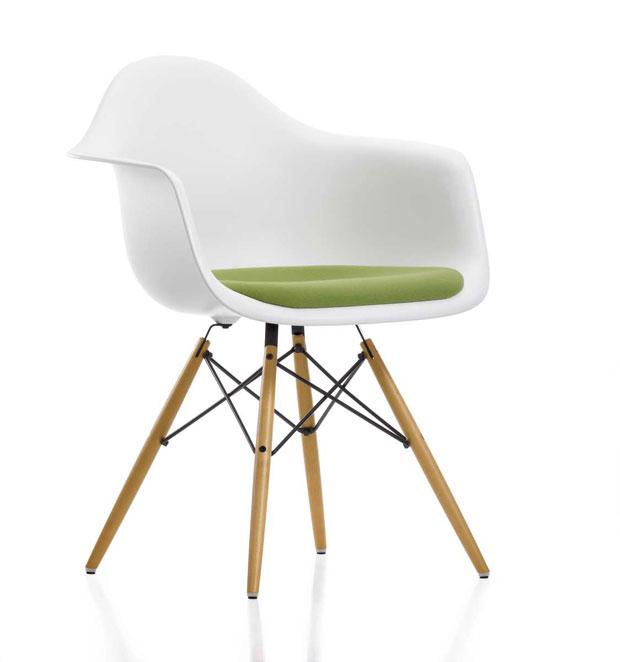 vitra eames plastic armchair daw charles ray eames 1950. Black Bedroom Furniture Sets. Home Design Ideas