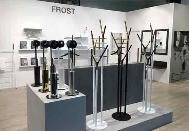 Frost wishbone design flemming busk stephan b hertzog for Garderobe yak